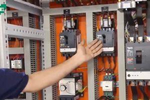 کلیه تجهیزات در تابلو برق